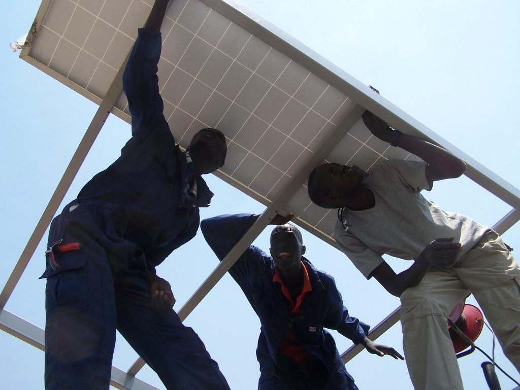 Osadzovanie solárnych panelov na vopred pripravené konštrukciu
