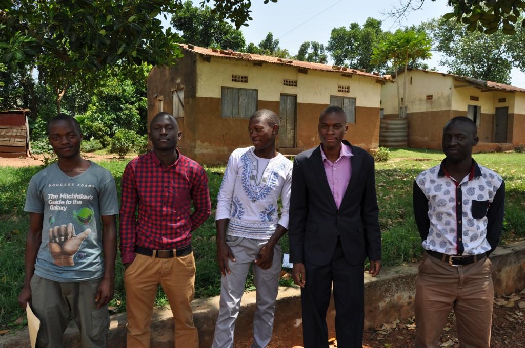 Mladí muži sú veľmi vďačný Dobrej novine za podporu, vďaka nej úspešne ukončili svoje stredoškolské štúdiá