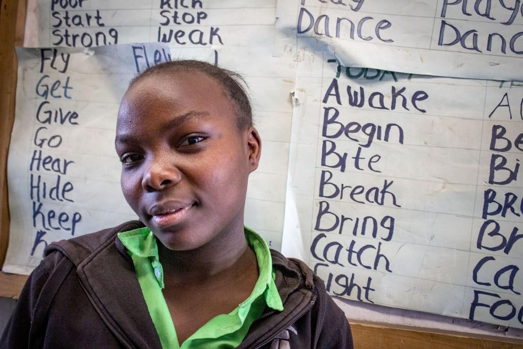 Rose Wanjiko získala certifikát o základnom vzdelaní v tomto projekte pred dvoma rokmi. Vďaka dobrým výsledkom sa jej podarilo získať podporu a pokračuje v štúdiu na strednej škole.