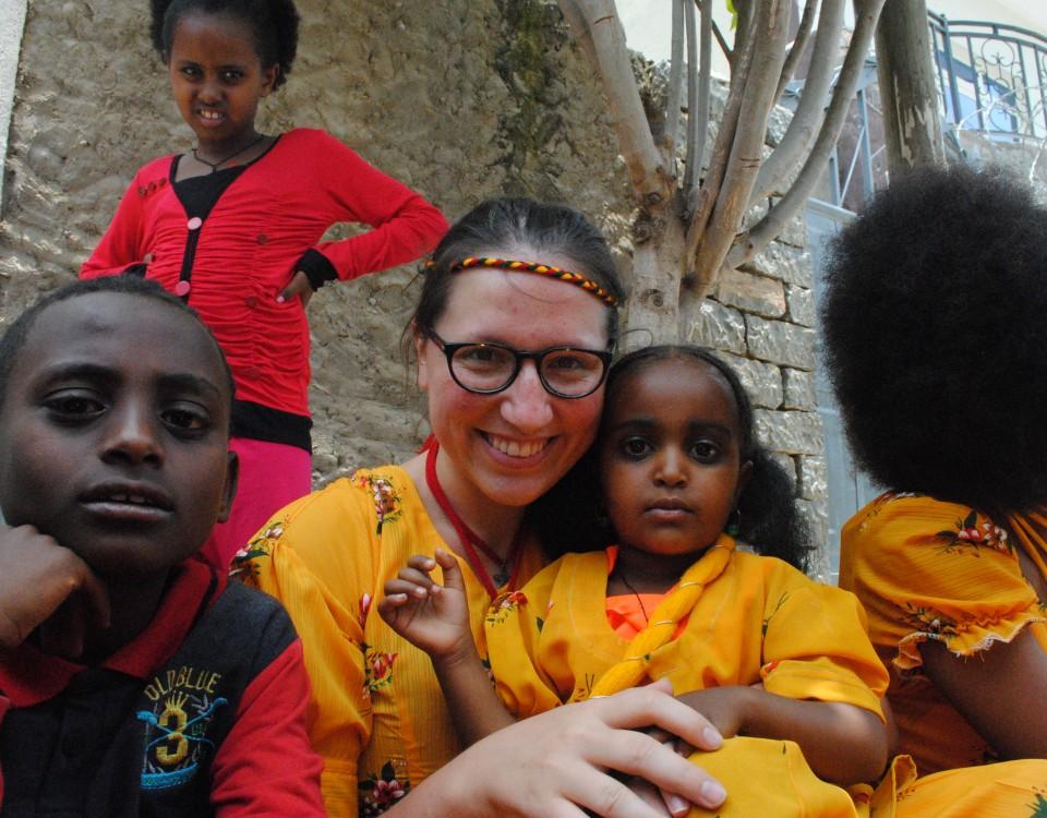 Miška s deťmi z Mekelle počas sviatku Ashenda
