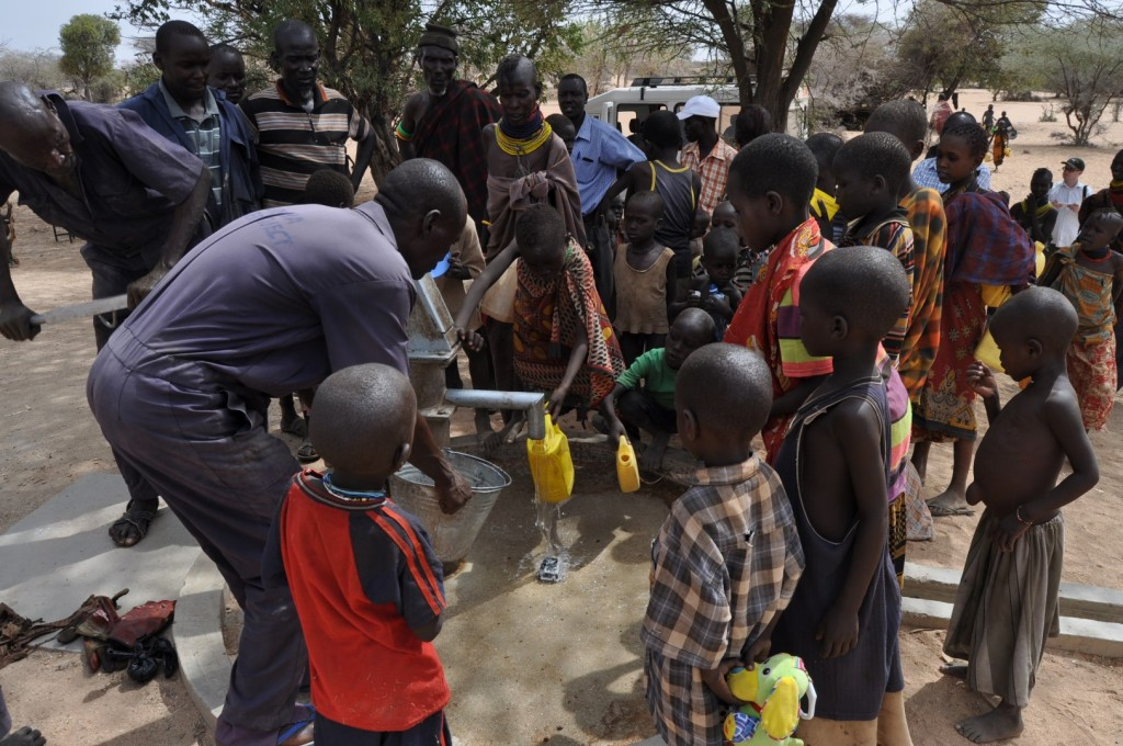 O úspešnej oprave studne sa museli presvedčiť aj deti