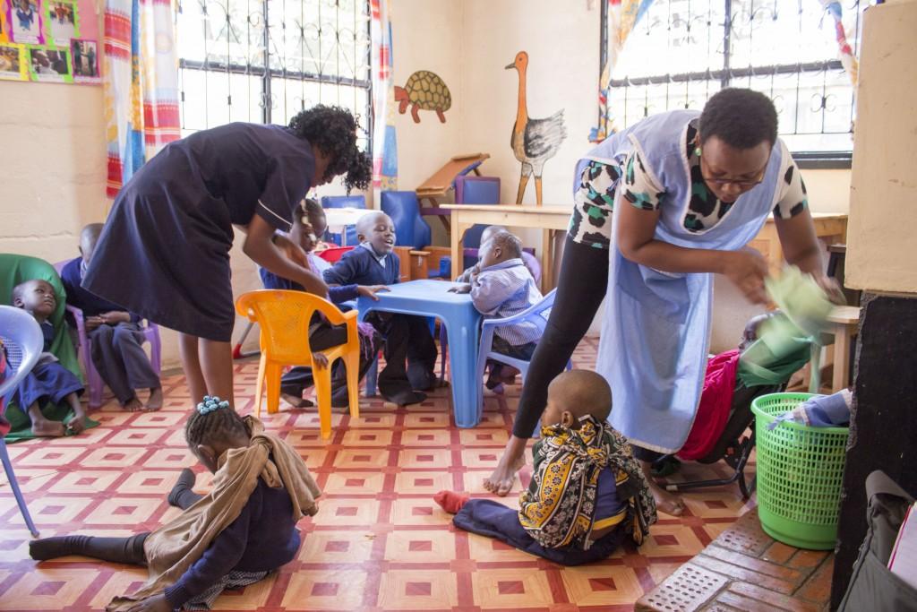 Komunita Koinonia založila a spravuje aj rehabilitačné centrum – Paulov Dom. Tento projekt pre deti s postihnutím sa nachádza v slume Kibera, kde je vysoké riziko vypuknutia povolebných nepokojov. Väčšina obyvateľov Kibery podporuje politickú opozíciu.