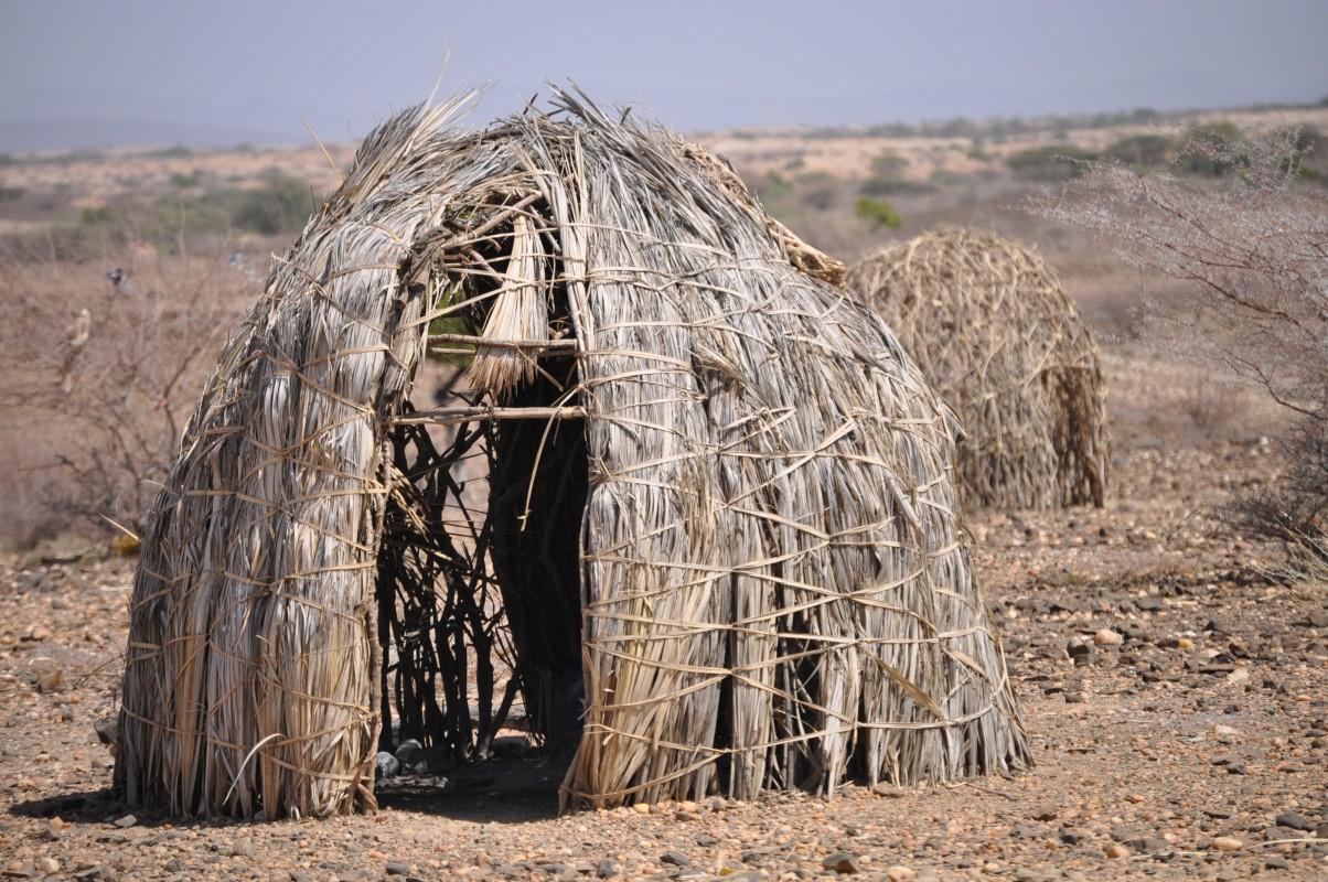 Tradičné obydlia zo suchej trávy, archív Dobrej noviny
