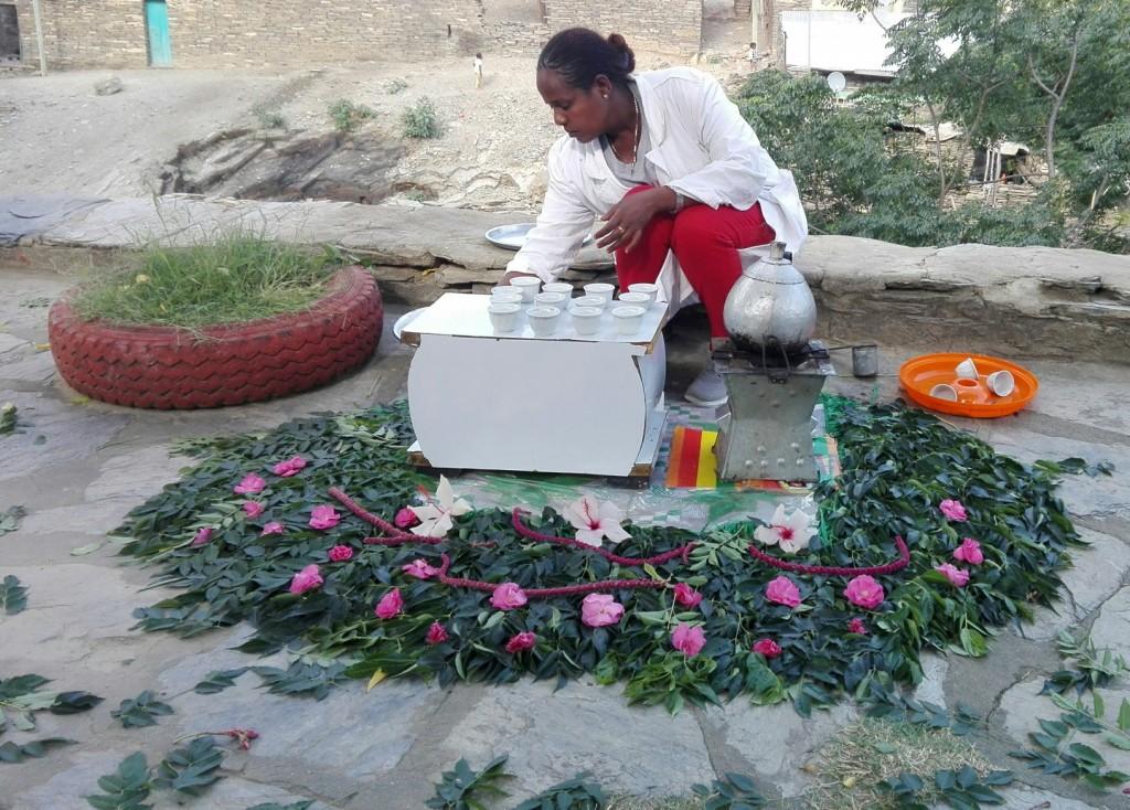 Kávovým ceremoniálom si Etiópčania vedia veľmi pekne uctiť návštevníka