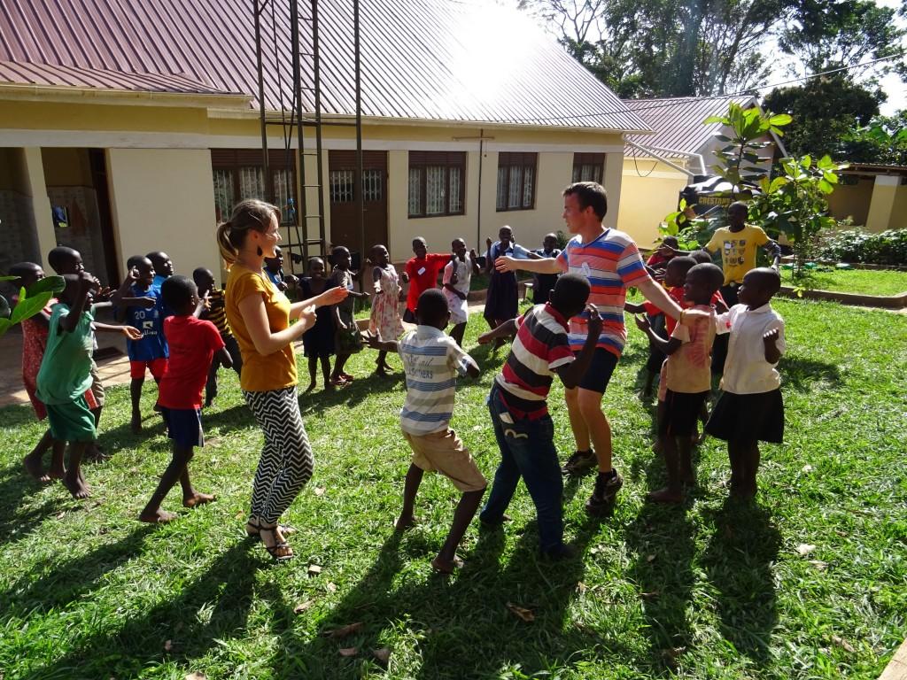 eRko tance s deťmi na tábore, Buikwe 2017