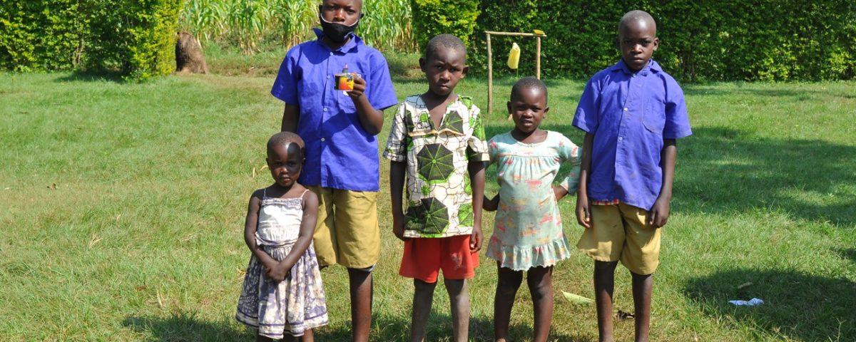 Deti s petrolejovou lampou